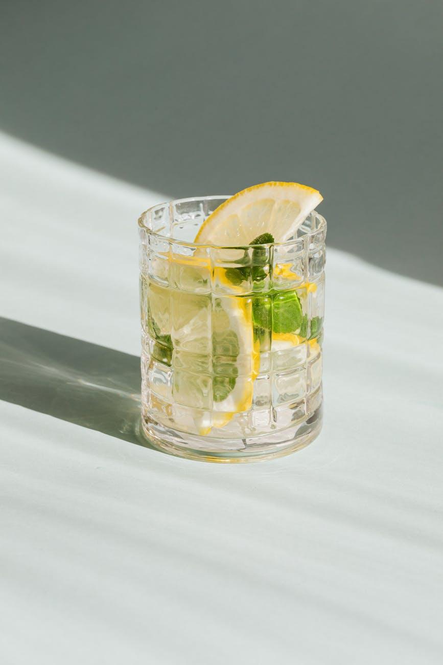 Klar drink med citron